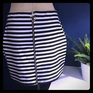 Dresses & Skirts - Black and White Striped Skirt w/ Zipper MD